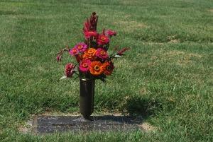 grave-15623_640