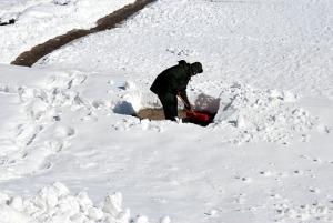 shoveling-17328_640